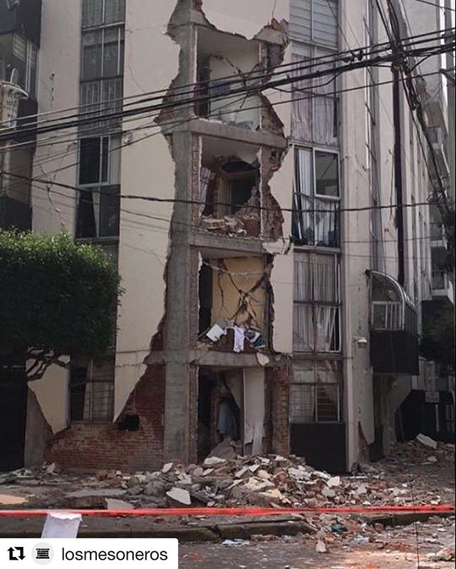 #Repost @losmesoneros (@get_repost) ・・・ Ayer nuestro baterista, Simón Hernandez y su familia fueron afectados por el terremoto, aquí en México. Ellos están bien, pero perdieron su casa con todas sus pertenencias. Ellos tienen dos hijos de 4 y 2 años de edad, cualquier donación que se les pueda dar les será de gran ayuda.  Aquí les dejamos número de cuenta y lista de necesidades.  Para donar comunicarse con @jgbandieramonte o @kevinyousef  Simón Hernandez Bancomer 0074353399 2899574921 Clabe: 012180028995749214 HSBC 6433670571 Clabe: 021180064336705710  Lista de lo que necesitan: Ropa para niños tallas 2 y 4 años (playeras, pantalones, ropa interior etc) Pañales talla 4 (grande) Ropa para un adulto talla M, pantalon 32. Ropa para mujer talla S, pantalón 28.  Pueden enviar a: JOSÉ VASCONCELOS 136, CONDESA, 06140, CIUDAD DE MÉXICO, CDMX y asegurar que esté a nombre de SIMÓN HERNÁNDEZ  Muchas gracias por su ayuda.
