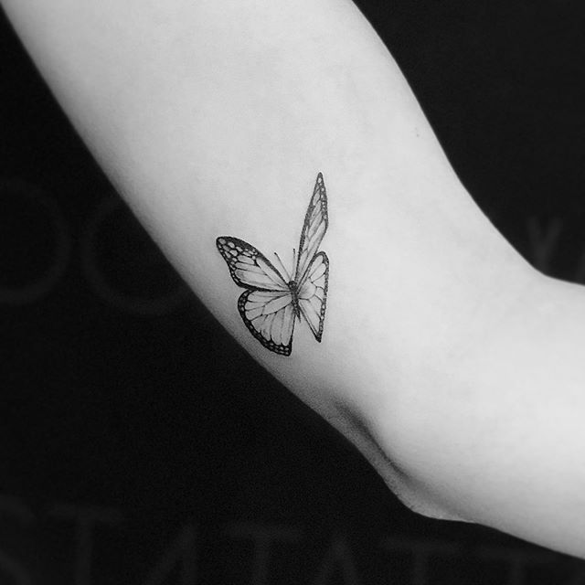 A 🦋 for her birthday. Thank you Lauren for begin so lovely and letting me do your first. . . . .  #art #tattoo #🦋 #butterflytattoo #firsttattoo #finelinetattoo #finelines #dainty #tinytattoo #femenine #artist #instaart #wannado #instagood  #photooftheday #ladyartists  #artoftheday #circatattoo #artsanity