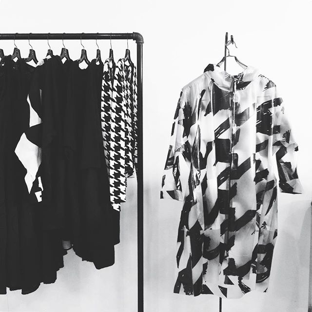 #rundholz #blacklabel #rundholzblacklabel #houndstooth #patternlove #raincoat #clearraincoat #blackonclear #cardigan #blackandwhiteclassic #fitted #scarf #scarfstyle #scarfprint #accessorize #womensfashion #germandesign #europeanfashion #boutiqueshopping #avantgardefashion #fashionforallsizesandshape #instafashion #fashionpost #postoftheday #milieustyle #detroitfashion #birminghammi #raildistrict