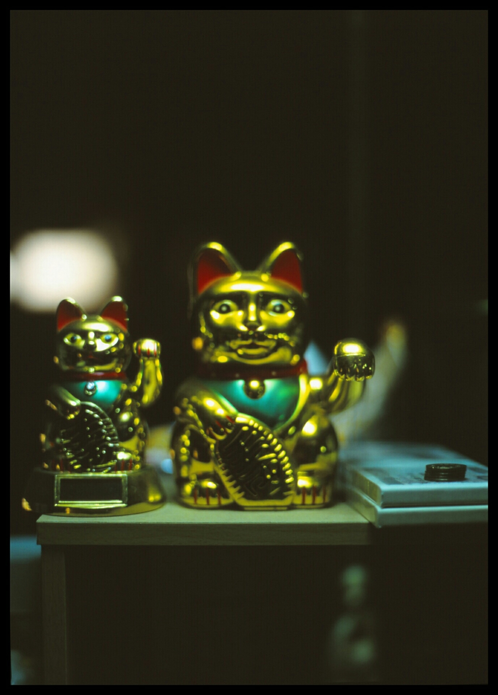Maneki Neko bringing in the money (Mamiya 645 Velvia 100)