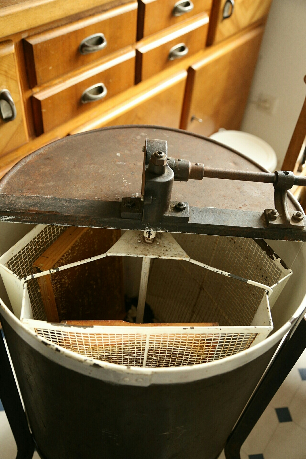 The drum can hold three trays.