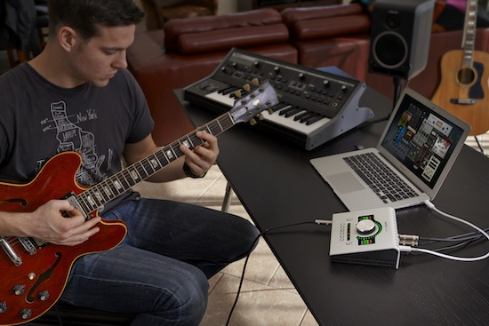 Apollo Twin Guitar Playing with Pro Tools