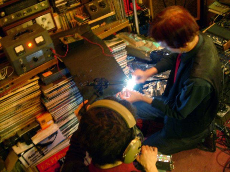 Peter Albrechtsen and Jacob Kirkegaard recording electricity