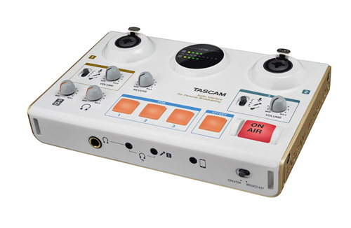 Tascam MiNiSTUDIO US-42 with 2 XLR / Jack combination inputs
