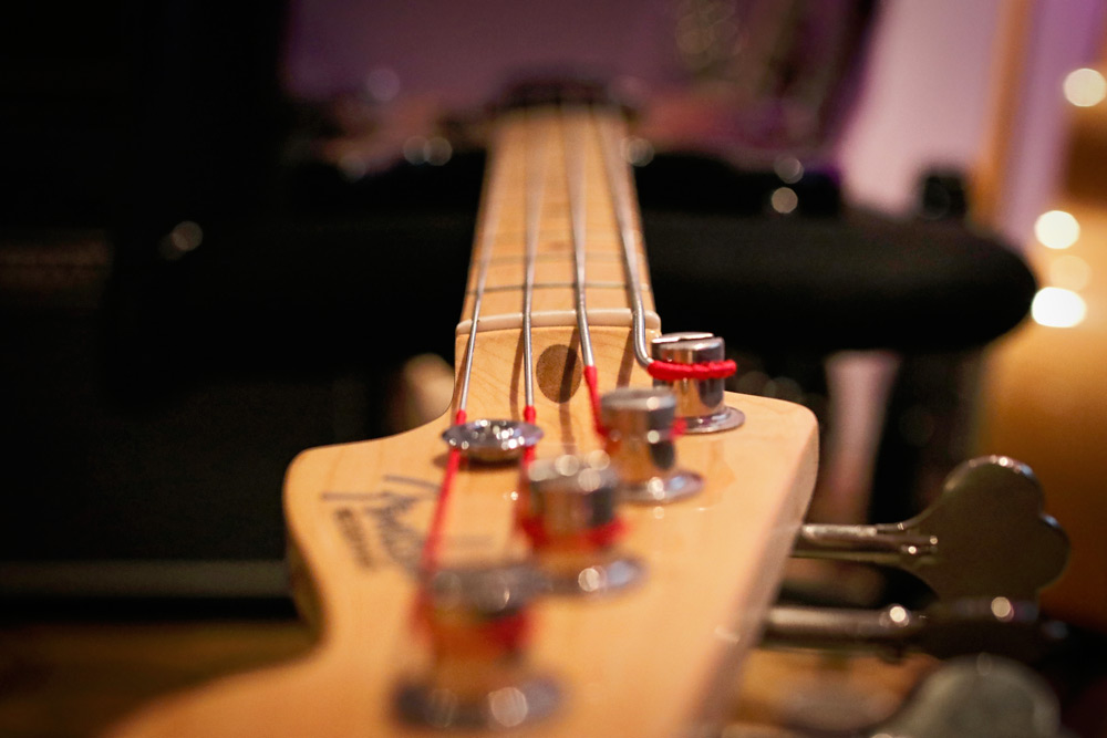 bass-guitar-truss-rod-head-stock.jpg