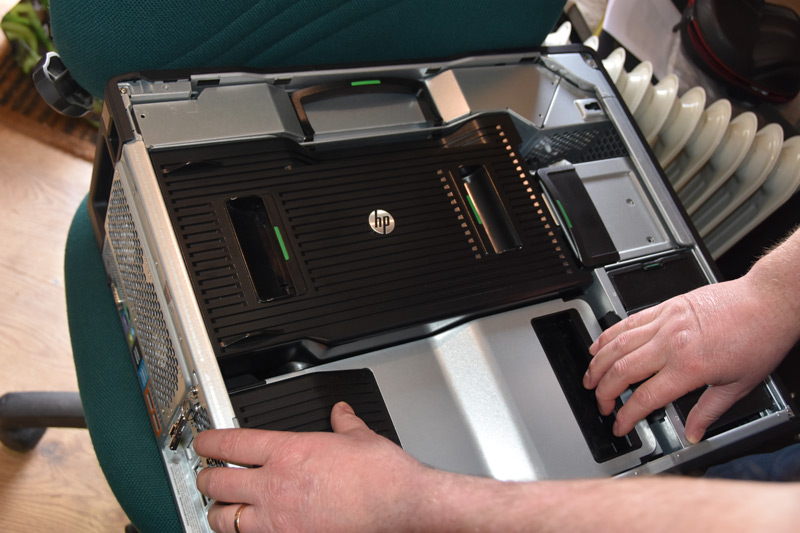 HP-Z840-Workstation-Pros-PC-Cover-Off.jpg