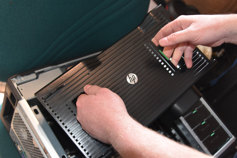 HP-Z840-Removing-the-upper-fan-housing.jpg
