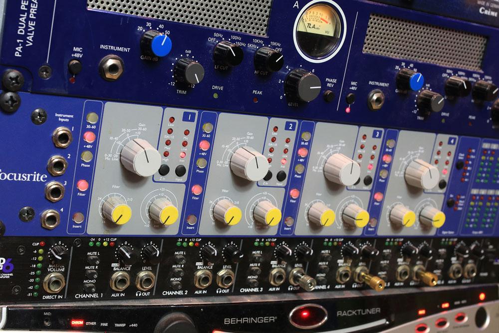 Pro-Tools-studio-focusrite-isa-428-mkii.jpg