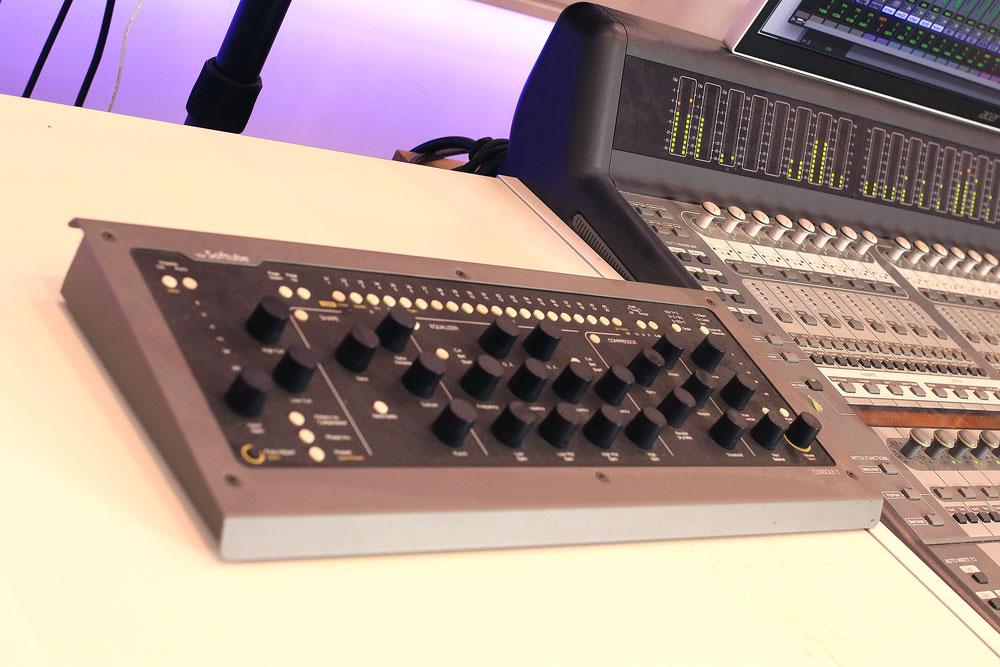 pro-tools-studio-softube-console-one.jpg
