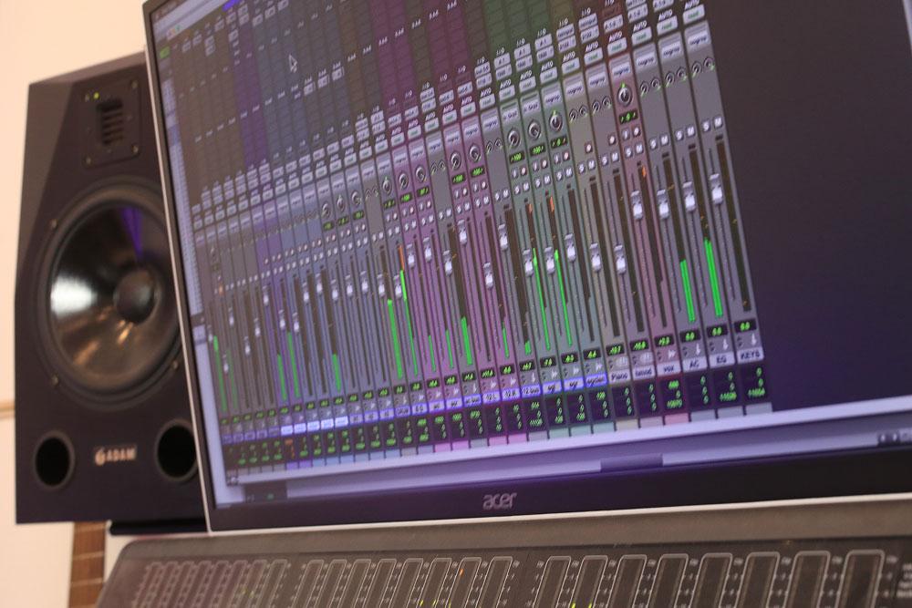 pro-tools-studio-DAW.jpg