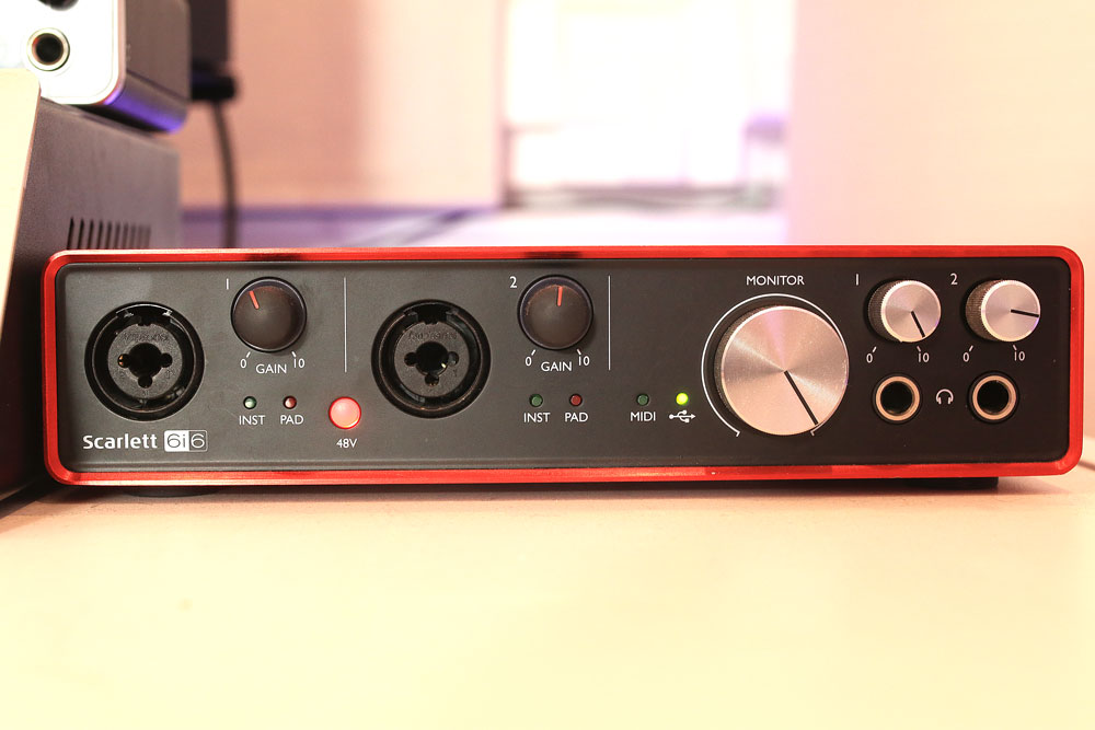 pro-tools-studio-audio-interface-focusrite-scarlett-6i6.jpg