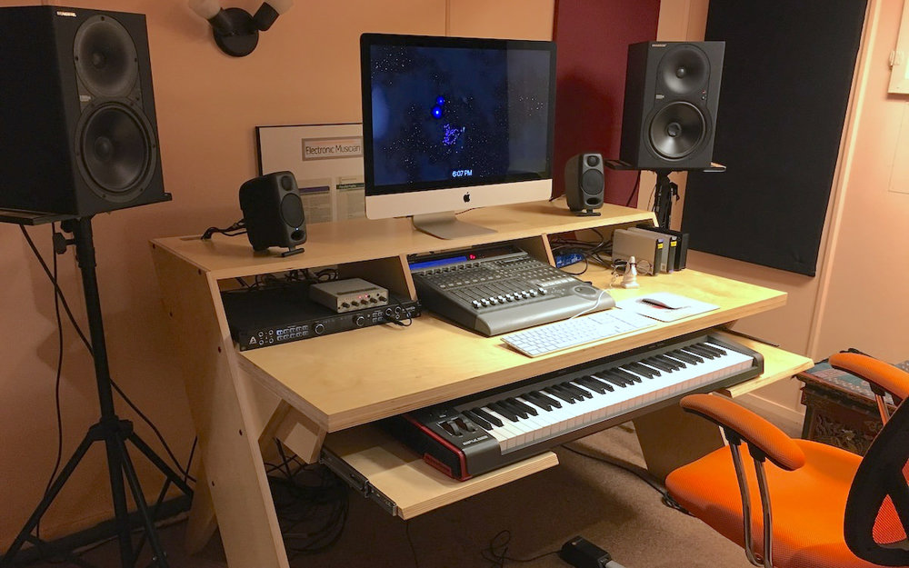 a picture of eli krantzberg new studio desk made by Output