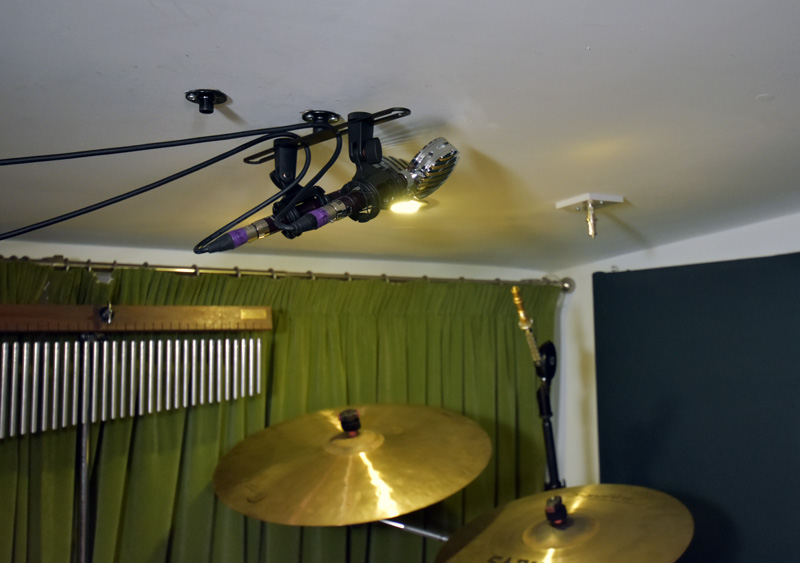 Vanguard V1S With Lollies In Cardioid Over A Drum Kit.
