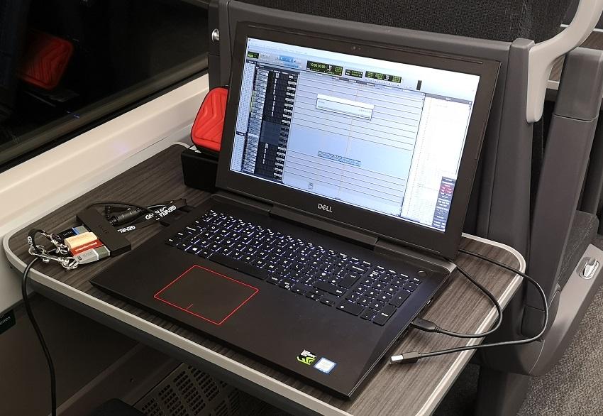 laptop train 850.jpg
