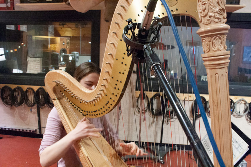 Recording a harp with KM184 and RE27