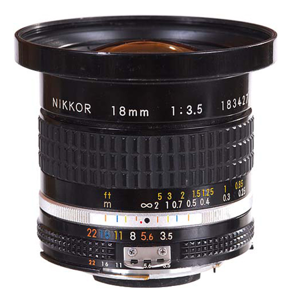 18mm f3.5 Nikkor  Day:  15$   Week:45  $