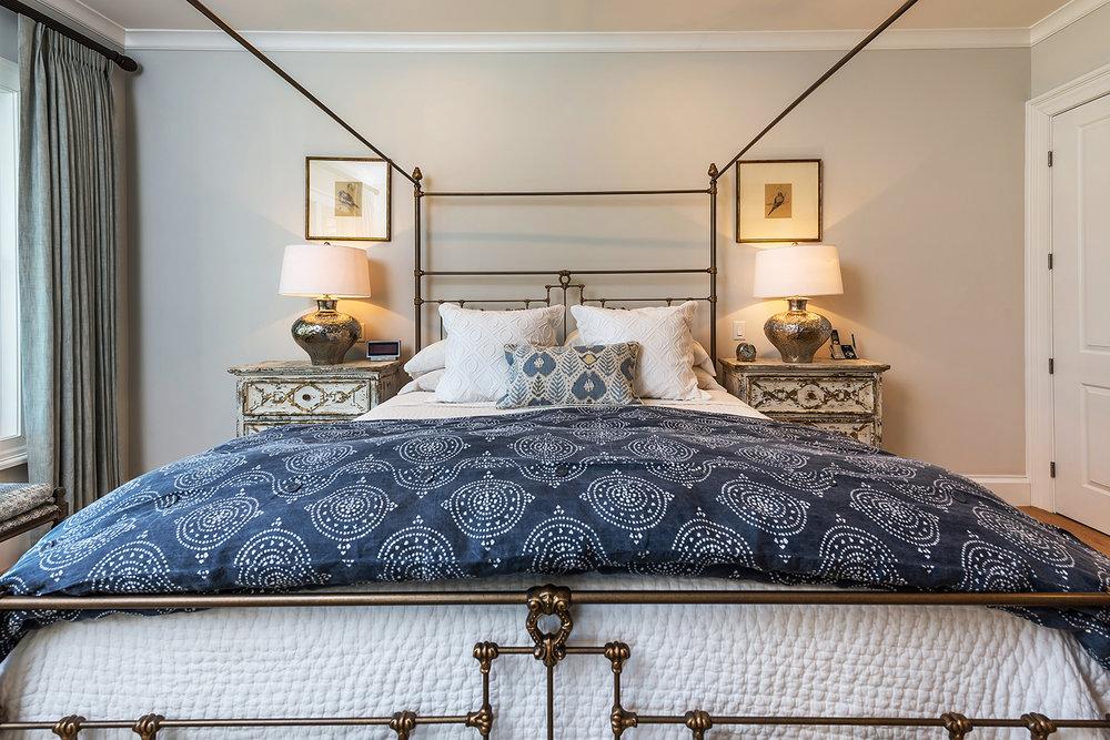 master bed-001.jpg