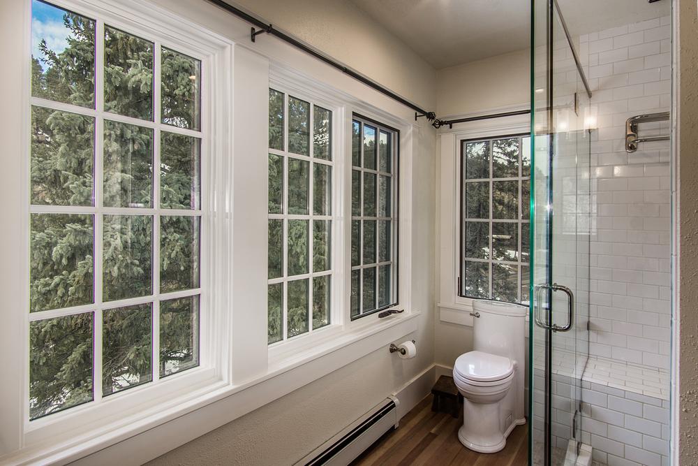 BathroomOne_high_2142164.jpg