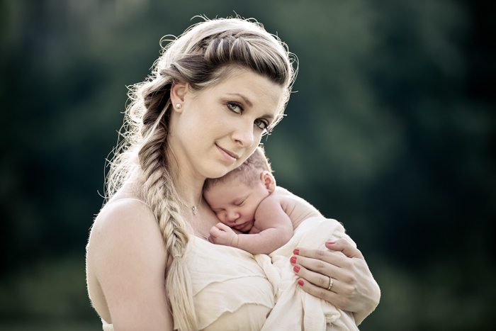 Sweet mother newborn session in New Tampa