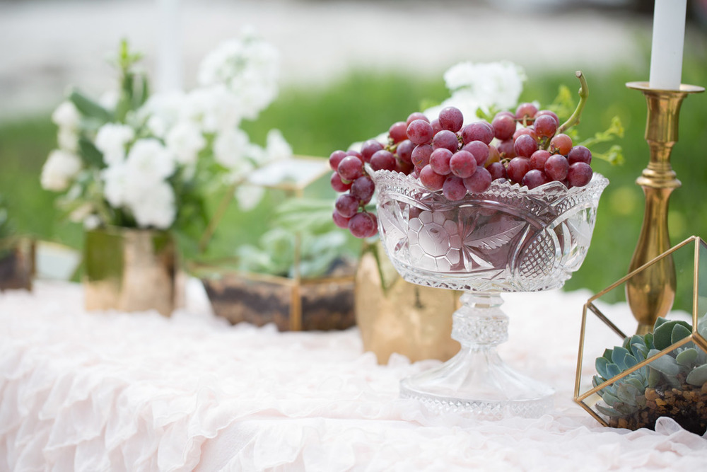 A vase with grapes