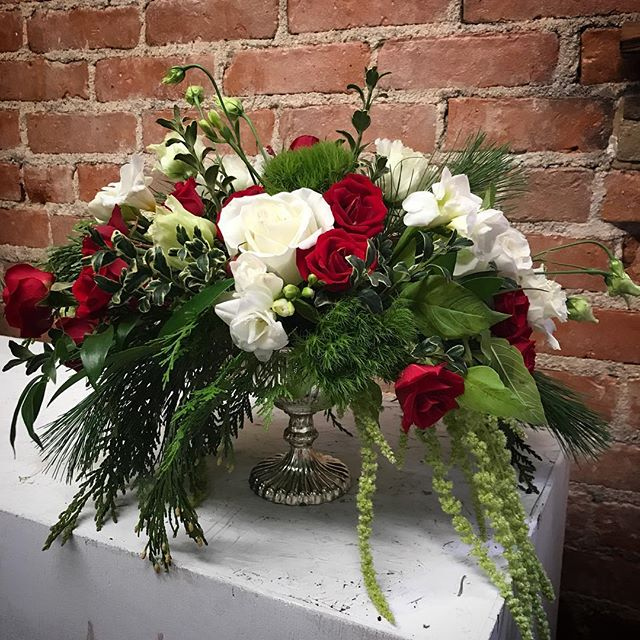 We still have beautiful arrangements available for your Holiday gathering! They make the perfect Host and Hostess gifts! #flowersbyphoebe #holidaycenterpiece #holidayblooms #goodofgoshen #flowersforeveryone