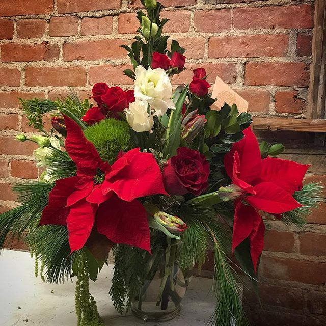 There are lots of lovely arrangements and market bunches left @thelocal.gallery!  Open 10-noon. We'd love it if one went home with you!! #flowersbyphoebe #lastminuteflowers #holidayblooms #festiveflowers