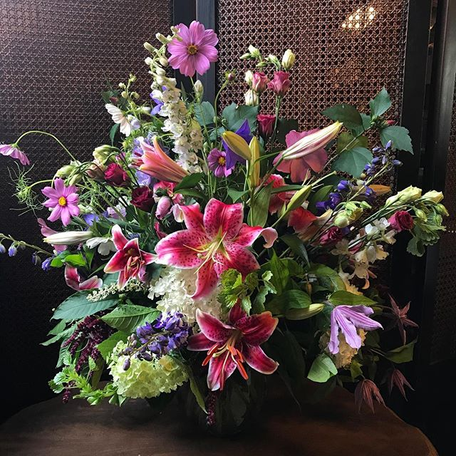 This bountiful bouquet is your friendly reminder that you have only 2 days left to get in on the discounted pricing and a free extra bouquet for our 2019 Flower CSA Memberships! Our farmers Kate and Scott are busy ordering seed and planning flower succession plantings in January and they will start seedlings and ranunculus in early February. So don't delay! You can find out more about the CSA here: http://www.flowersbyphoebe.com/2017-floral-csa/#flowersbyphoebe #goshengrown #flowercsa #earlybirdgetstheworm #winterplanning #flowersforeveryseason #supportlocal #supportlocalfarmers #singletreeflowers #dontdelay