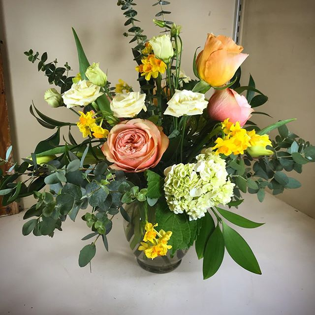 We're back and filling the cooler at @thelocal.gallery with floral beauty. This sunrise inspired bouquet was designed by Kate! #flowersbyphoebe #brightensomeonesday #noboringbouquets #flowerswillgetusthrough