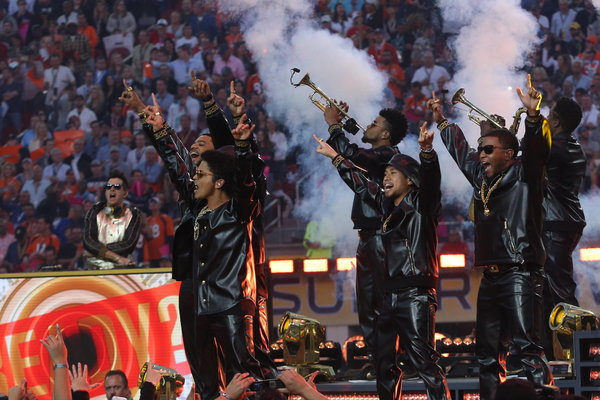 Bruno Mars and crew perform Uptown Funk at the Super Bowl Pepsi Halftime Show.