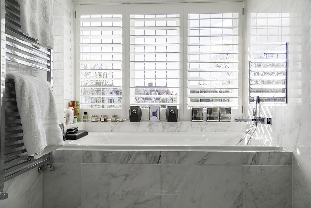 London marble bathtub