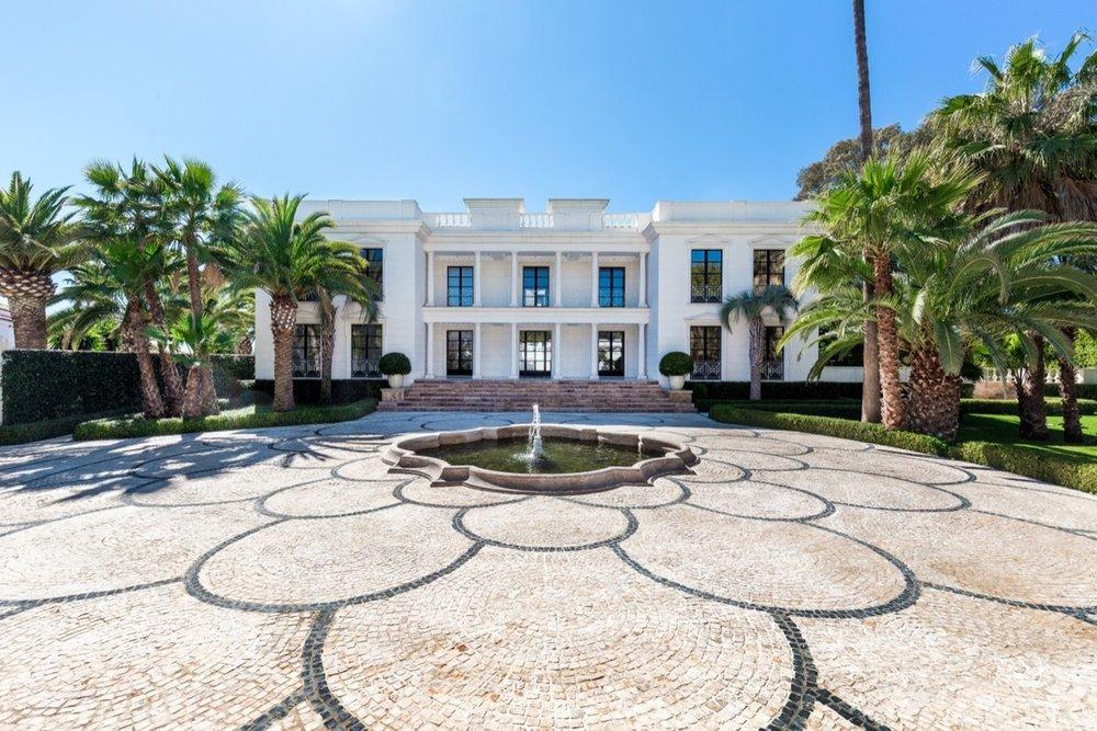 Seafront Villa in Guadalmina Baja