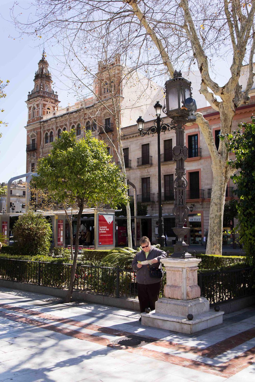 Sevilla - Street reader 1