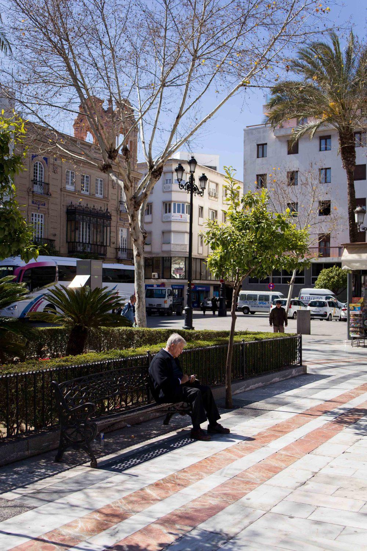 Sevilla - Street reader 2