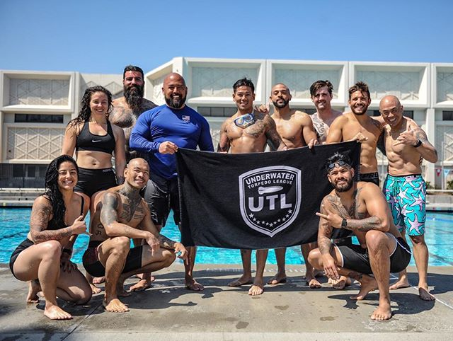 DAY THREE 🤙🏽 OHANA STRONG 🏊🏼♀️ hopped back in the water for our third and final day to work on our mental strength and moving through levels of panic. • Huge thanks to @ddooonnnn who was such a great instructor and handled all of us incredibly well! None of it was easy, and all of these people surrounding me deserve the highest praise for pushing through to the very end. • @da_rulk puts on an amazing training certification and continually shows us what it's like to really have to push our bodies and minds to the very edge. By trusting his process and diving head first into whatever he throws our way we have become equipped with tools to be able to help train first responders and elite task forces. • A weekend to remember forever. Who's ready for level three?! . . #AlwaysCan #RFT #RawFunctionalTraining #hypoxictraining #deependfitness #UTL #CalmBreedsCalm #GrowthThroughAdversity #DaMovement