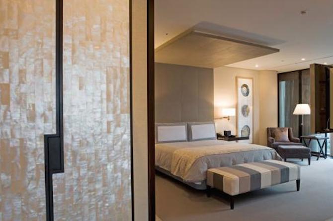 hotelroom77.png