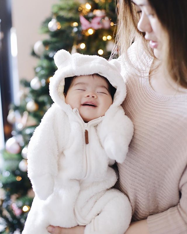 This time, last year Baby Emm was dressed up as snuggly bear by our Christmas tree 🎄 This year, our tree isn't even up yet 🙈🙈 #sleepdeprivedparents #emmachewables