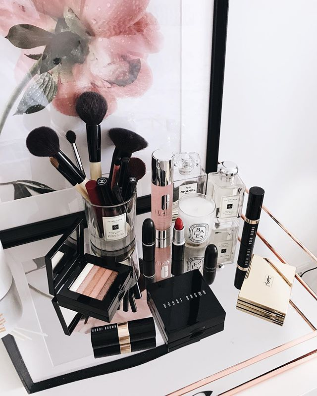 New beauty corner 💄✨ . —— I've been shuffling things around my room and found this under utilized space for all my beauty things that shouldn't be hidden in the toilet's cabinet 😉