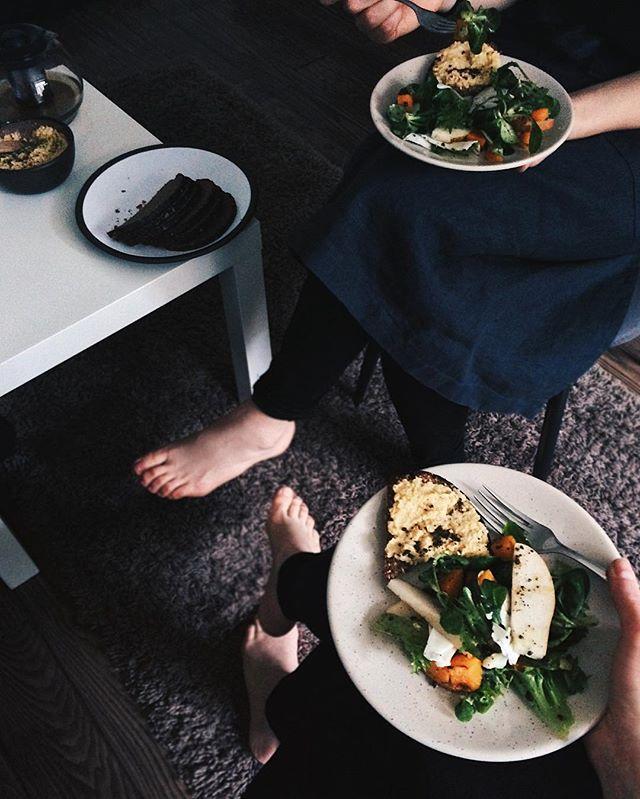 Brīvdiena, mājas ēdiens, basas kājas, aizrautīgas sarunas par to, kas iedvesmo, un visam pa vidu - rupjmaize. #homemadelv #divi10