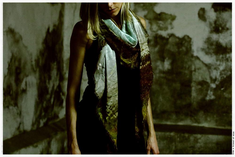 Fashion scarf from a friend of mine Grand foulard de Luxe en Edition Limitée à Paris, à Taipei et à Takashimaya Tokyo