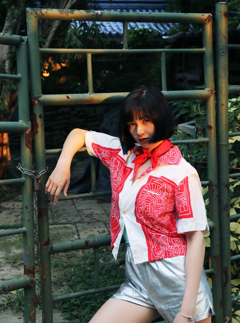 Buy red  scarf from a friend of mine as gift online paris taipei tokyo. 赤いスカーフ 通販 女性 プレゼント.