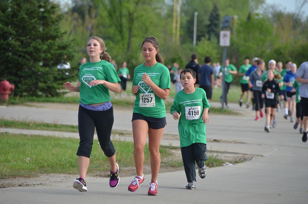 2012 runners during race4.JPG