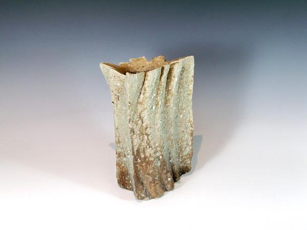 """Yasuhisa Kohyama (Japan, born 1936) Shigaraki Stoneware Vase. 11"""" tall"""