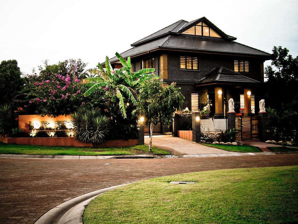 stockvault-beautiful-house132348.jpg