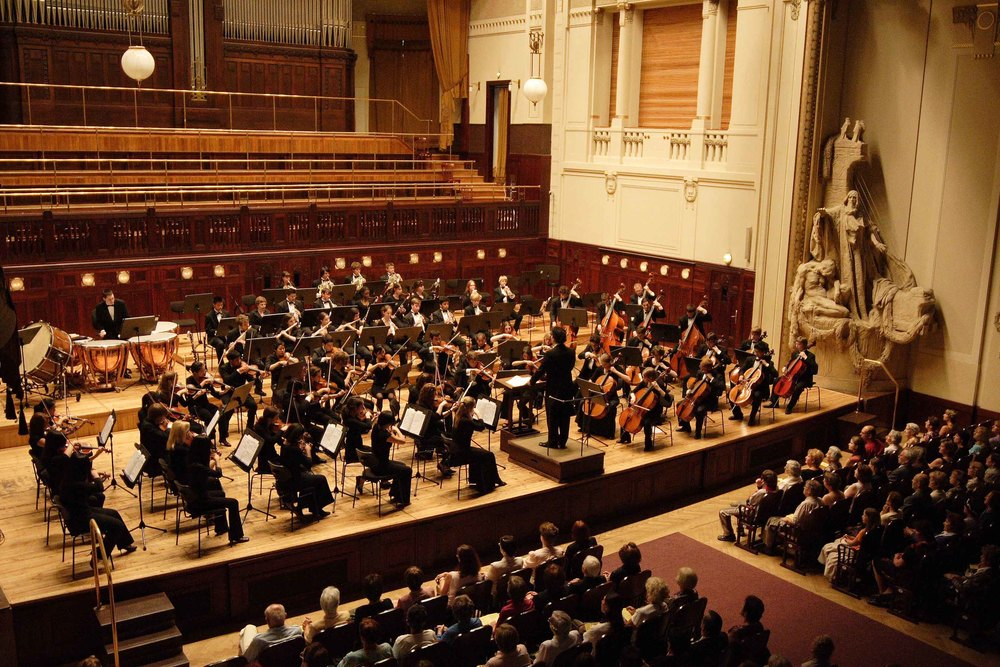 Allen conducting CYSO in Smetana Hall in Prague in 2007.  © Chicago Youth Symphony Orchestras