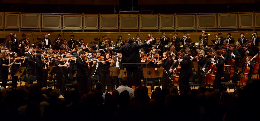 Allen conducting CYSO in Orchestra Hall at Symphony Center in 2015.  © Chicago Youth Symphony Orchestras