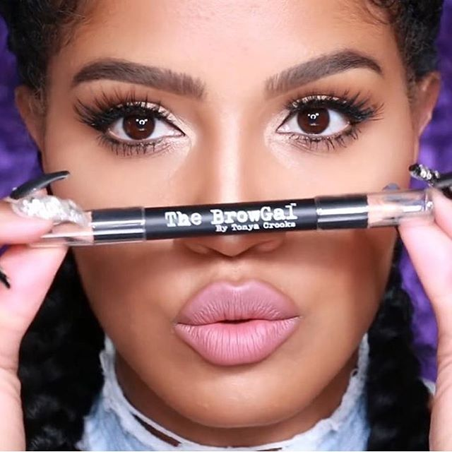 The amazing @makeupshayla using @thebrowgal highlighter pencil, available now at Cedra!