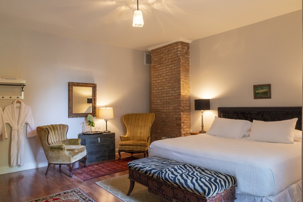 A sweet and quiet oversized room with king bed and sitting area. - 350 sq ft$249.00 per night for up to 2 people