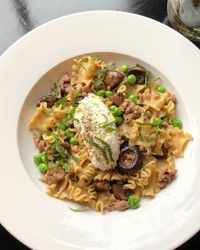 Reginetti with sausage, peas, mushrooms and ricotta 🌱