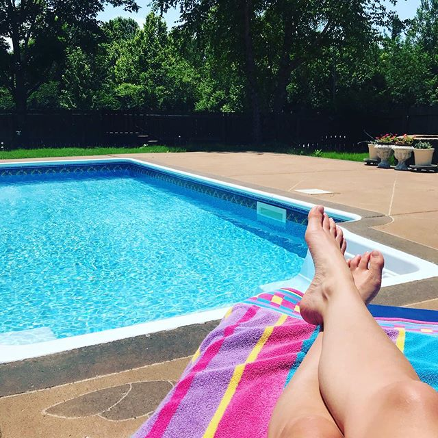 Summers should be enjoyed by the pool! ☀️👙🏊🏻‍♀️ Grateful to have the flexibility in my work to be able to pick up mid-afternoon and head to the pool for a few hours...even if I forget to apply sunscreen & get crazy burnt 😬🦐🔥 . Also grateful for natural remedies that helped me wake up with NO sunburn today! I used essential oils (Lavender, Frankincense, Geranium, & Blue Tansy), Aloe vera, rose water, apple cider vinegar, vitamin c serum, and b5 gel. Woke up today with little to no burn!! 🙌🏼 What's your best sunburn remedy? ☀️👙🔥 . . . #sunburn #summerday #soakingupthesun #naturalwellness #naturalremedies #essentialoils #rosewater #aloeveraskincare #vitamind #entrepreneurlife #timefreedom #createmylife
