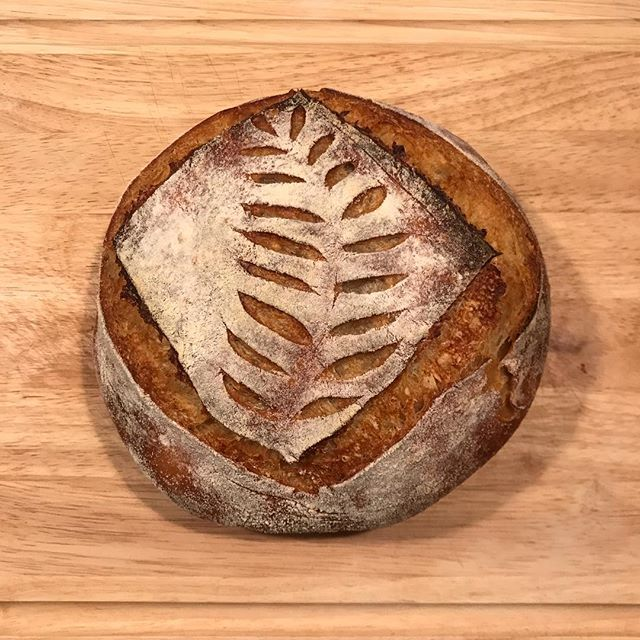 Couldn't be more happy with my official third batch of sourdough. I got a little ambitious with baking six loaves because...Christmas. But I'm happy to report that all six loaves turned out beautifully, except for my attempted Christmas tree which turned out a little wonky (last picture) 😂. Merry *almost* Christmas!